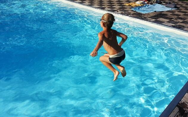Chlorine Alternatives To Sanitize Your Pool